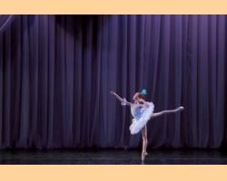 Η νεαρή Ρωσίδα μπαλαρίνα που κερδίζει χιλιάδες θαυμαστές με τις εντυπωσιακές κινήσεις της