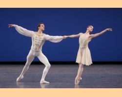 Πως τα κλασικά μπαλέτα αναπροσαρμόζονται από σύγχρονους χορογράφους