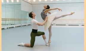 Παρακολουθήστε τις πρόβες του Royal Ballet για το μπαλέτο Η Λίμνη των Κύκνων